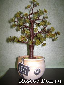 Деревья из бисера.  Отличный подарок любимым, родным, друзьям и.