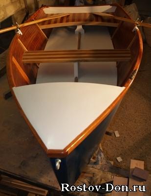 лодка под веслом